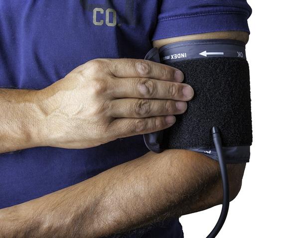 Mäta blodtrycket - rödbetsjuice kan sänka blodtrycket.